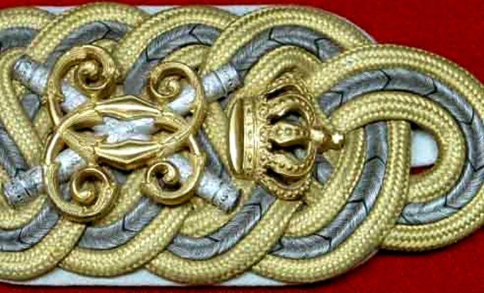 Epoleţi ai regelui Carol I - Muzeul Naţional de Istorie a României - BUCUREŞTI (Patrimoniul Cultural National Mobil din Romania. Ordin de clasare: 2679/11.06.2003 - Tezaur)