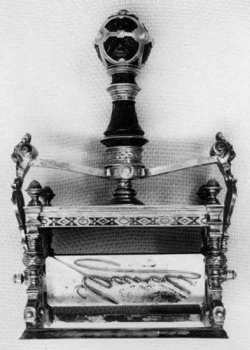 Ştampilă mobilă a regelui Carol I - Muzeul Naţional de Istorie a României - BUCUREŞTI (Patrimoniul Cultural National Mobil din Romania. Ordin de clasare: 2511/28.01.2003 - Tezaur)