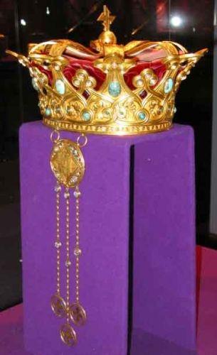 Coroană; Coroana reginei Maria a României - Muzeul Naţional de Istorie a României - BUCUREŞTI (Patrimoniul Cultural National Mobil din Romania. Ordin de clasare: 2511/28.01.2003 - Tezaur)