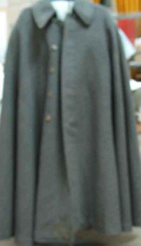 pelerină; Pelerina generalului Alexandru Averescu - Muzeul Naţional de Istorie a României - BUCUREŞTI (Patrimoniul Cultural National Mobil din Romania. Ordin de clasare: 2785/21.08.2003 - Tezaur)
