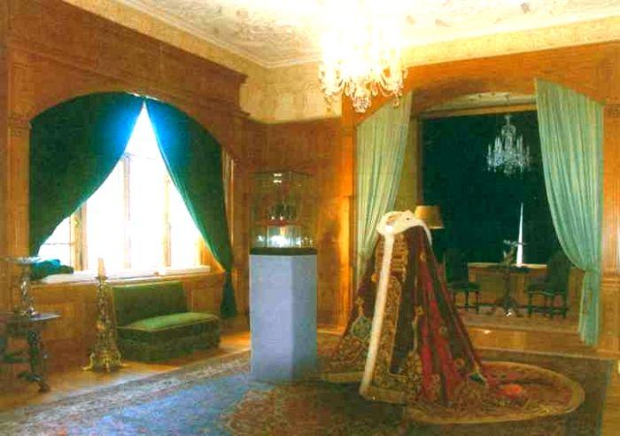Mantie - Petrescu, Costin; Mantia Regelui Ferdinand - Muzeul Naţional Peleş - SINAIA (Patrimoniul Cultural National Mobil din Romania. Ordin de clasare: 2642/05.11.2008 - Tezaur)