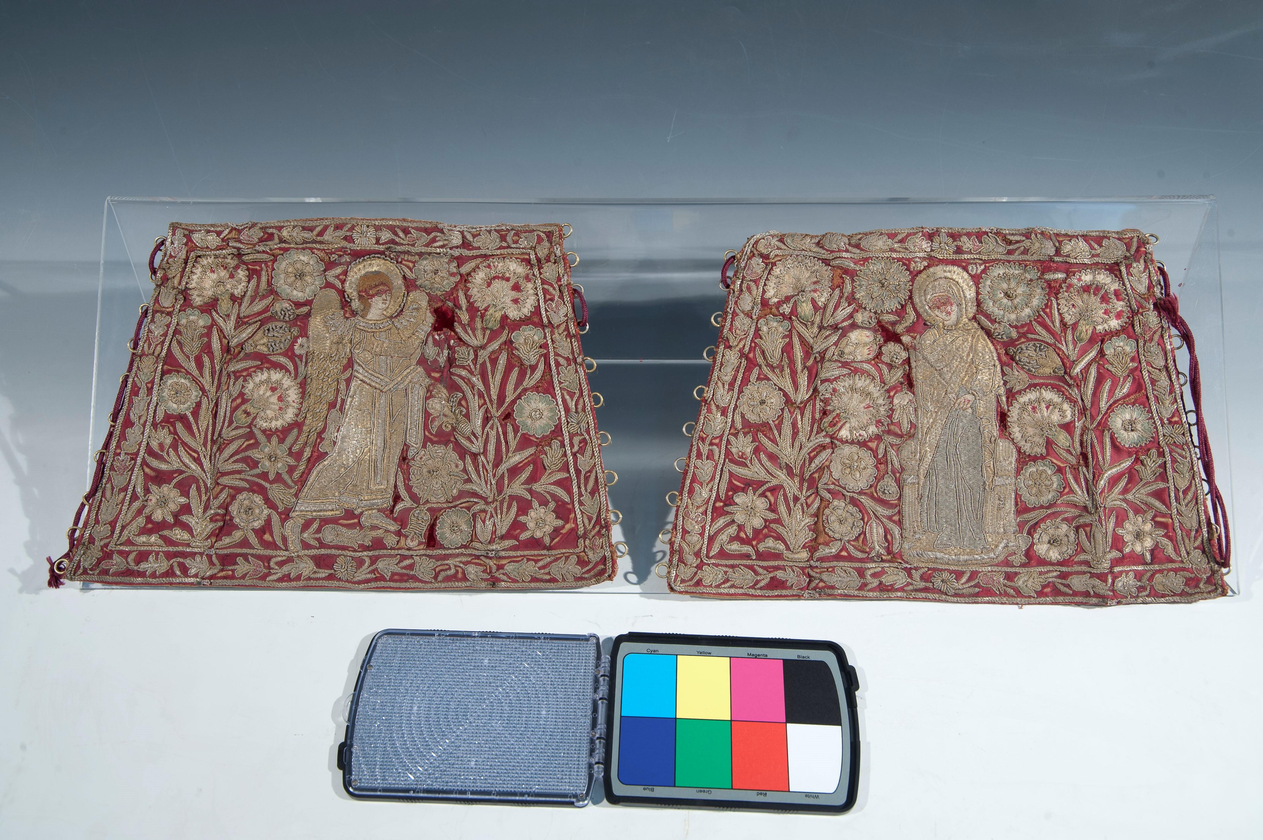 Mânecuţe - Muzeul Naţional de Artă al României - BUCUREŞTI (Patrimoniul Cultural National Mobil din Romania. Ordin de clasare: 2029/26.01.2015 - Tezaur)