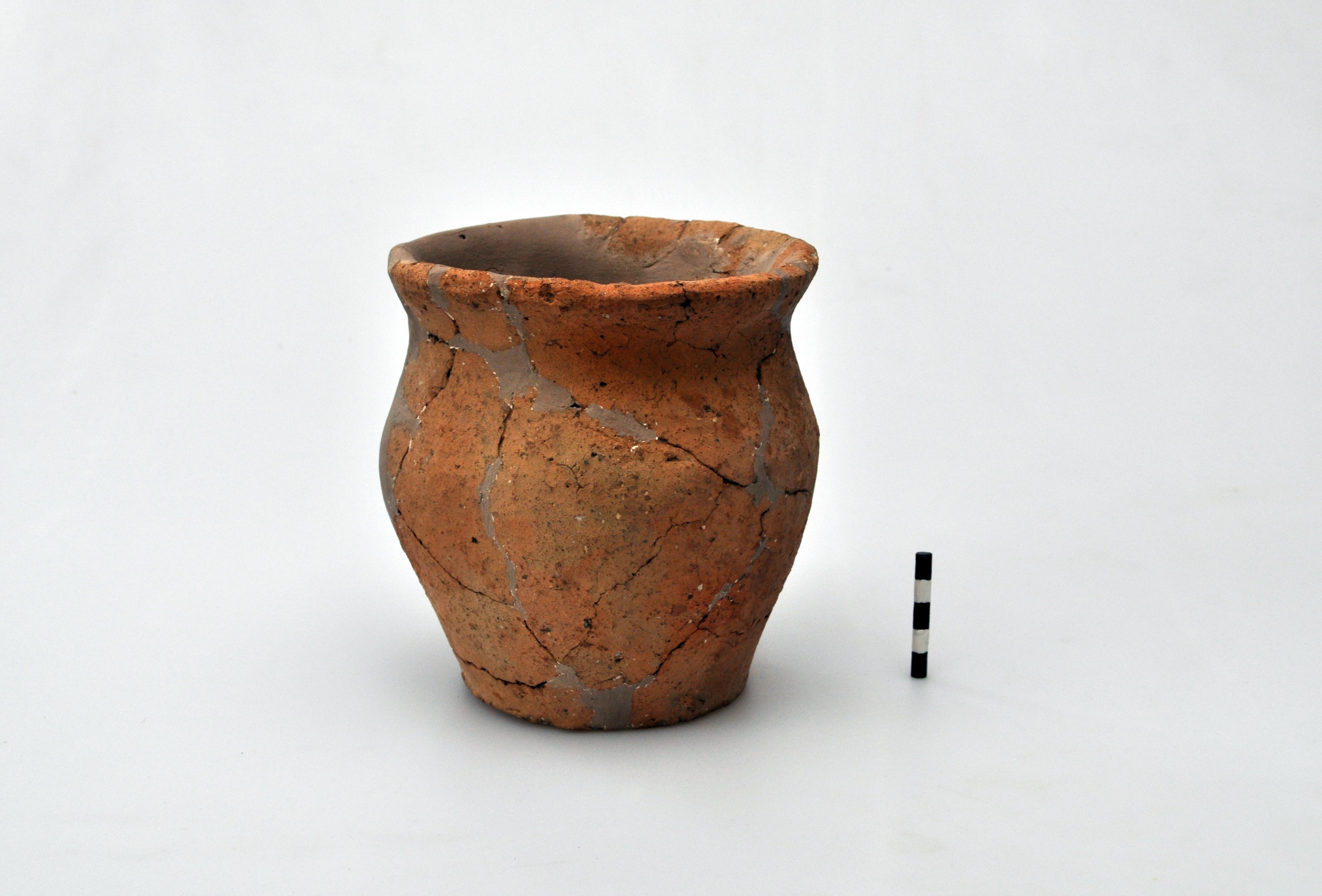 Oală - Daco-roman - Muzeul Municipiului Bucureşti - BUCUREŞTI (Patrimoniul Cultural National Mobil din Romania. Ordin de clasare: 3997/09.12.2016 - Fond)