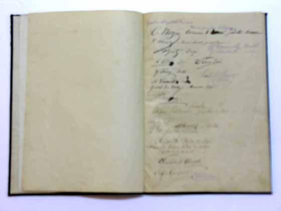 """Document; Cartea de condoleanţe de la funeraliile lui Al.I. Cuza - Muzeul Militar Naţional """"Regele Ferdinand I"""" - BUCUREŞTI (Patrimoniul Cultural National Mobil din Romania. Ordin de clasare: 2428/19.07.2007 - Tezaur)"""