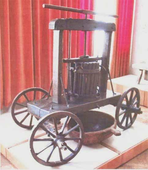 """Teasc de struguri - Complexul Muzeal Naţional """"Moldova"""" - IAŞI (Patrimoniul Cultural National Mobil din Romania. Ordin de clasare: 2581/11.03.2003 - Tezaur)"""