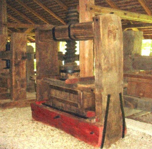 Teasc de fructe - Complexul Naţional Muzeal ASTRA - SIBIU (Patrimoniul Cultural National Mobil din Romania. Ordin de clasare: 2065/16.02.2006 - Tezaur)