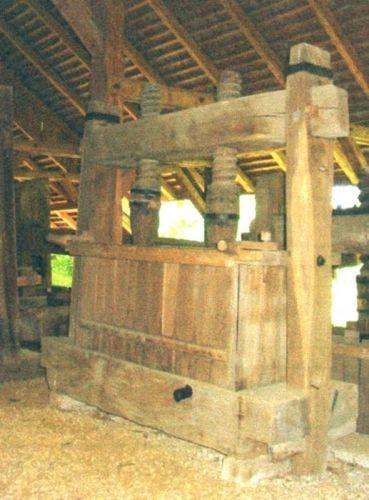 Teasc de struguri - Complexul Naţional Muzeal ASTRA - SIBIU (Patrimoniul Cultural National Mobil din Romania. Ordin de clasare: 2065/16.02.2006 - Tezaur)