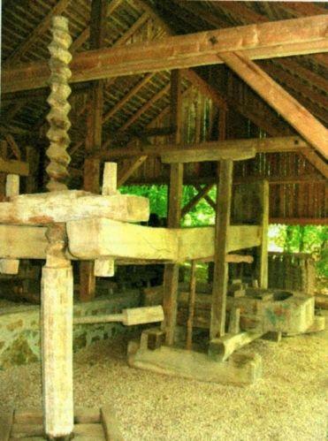 Acsenie, Ion; Teasc de vin şi ulei - Complexul Naţional Muzeal ASTRA - SIBIU (Patrimoniul Cultural National Mobil din Romania. Ordin de clasare: 2065/16.02.2006 - Tezaur)