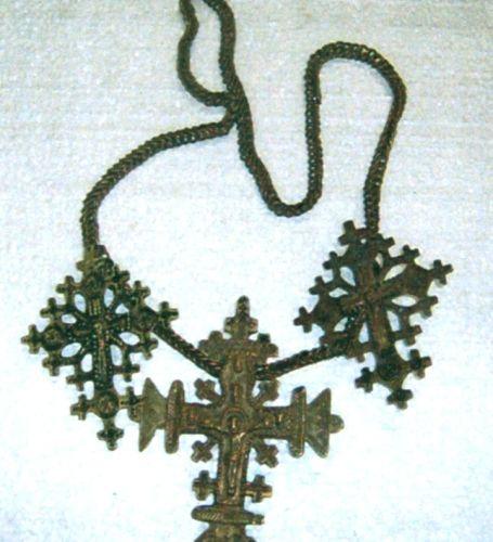 LanţLanţ cu cruce - Complexul Muzeal Bucovina - SUCEAVA (Patrimoniul Cultural National Mobil din Romania. Ordin de clasare: 2284/28.05.2007 - Fond)