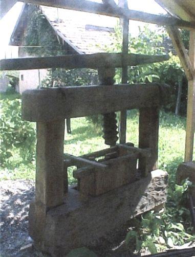 Orban, Iosif; Teasc de struguri - Muzeul Etnografic - REGHIN (Patrimoniul Cultural National Mobil din Romania. Ordin de clasare: 2096/05.03.2012 - Tezaur)