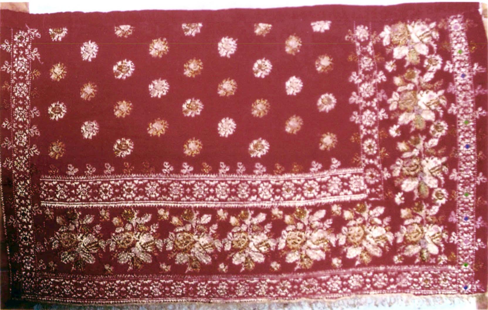 Fotă roşie aleasă cu fir - Muzeul Viticulturii şi Pomiculturii - GOLEŞTI (Patrimoniul Cultural National Mobil din Romania. Ordin de clasare: 2879/04.09.2019 - Tezaur)