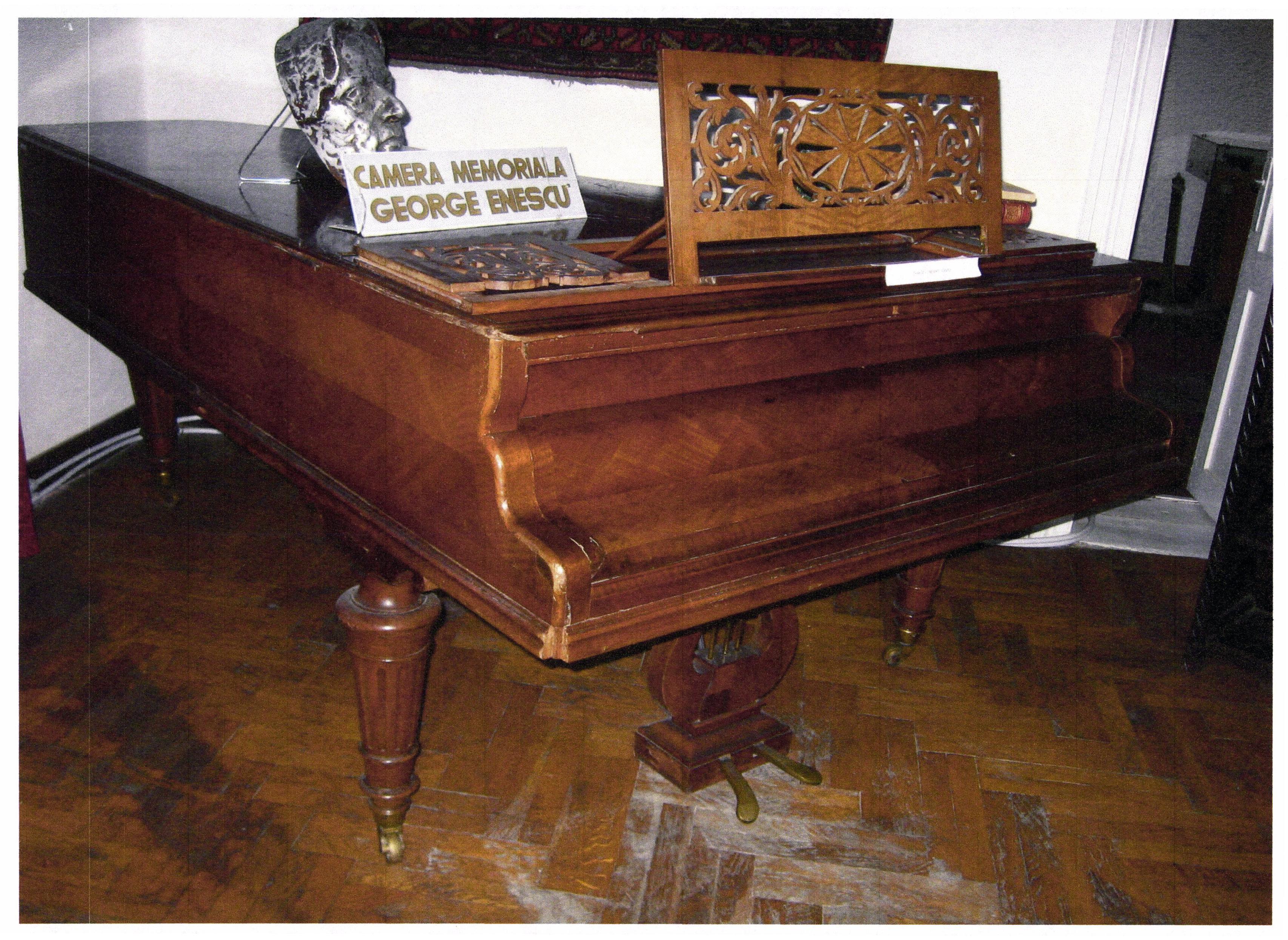 """Sebastien Erard; Pian de concert """"Erad"""" - Casa Memorială """"Rosetti Tescanu - George Enescu"""" - TESCANI (Patrimoniul Cultural National Mobil din Romania. Ordin de clasare: 2271/27.04.2015 - Fond)"""