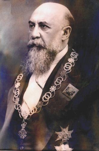 "Fotografie - Tatu, N.; Nicolae Iorga purtând Colanul Ordinului ""Ferdinand"