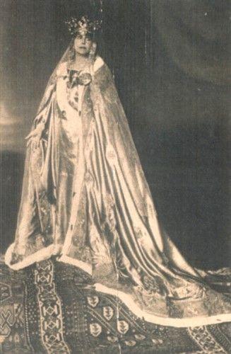 Carte poştală ilustrată - Guggenberger Mairovits; Regina Maria la Încoronarea de la Alba Iulia - Muzeul Naţional Bran - BRAŞOV (Patrimoniul Cultural National Mobil din Romania. Ordin de clasare: 2211/31.03.2015 - Fond)