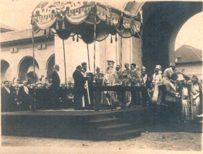 Carte poştală ilustrată; Ceremonia Încoronării de la Alba Iulia - Muzeul Naţional Bran - BRAŞOV (Patrimoniul Cultural National Mobil din Romania. Ordin de clasare: 2211/31.03.2015 - Fond)