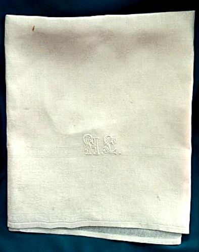 Faţă de masă cu monograma Elenei Cuza - Complexul Muzeal Judeţean Neamţ - Muzeul de Istorie şi Arheologie Piatra Neamţ (Patrimoniul Cultural National Mobil din Romania. Ordin de clasare: 2348/10.08.2009 - Tezaur)