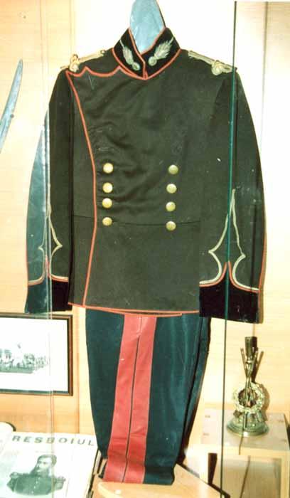 tunică de ofiţer - Muzeul Vrancei - FOCŞANI (Patrimoniul Cultural National Mobil din Romania. Ordin de clasare: 2047/26.01.2007 - Tezaur)