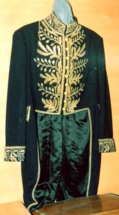 costum de diplomat - Muzeul Vrancei - FOCŞANI (Patrimoniul Cultural National Mobil din Romania. Ordin de clasare: 2047/26.01.2007 - Tezaur)