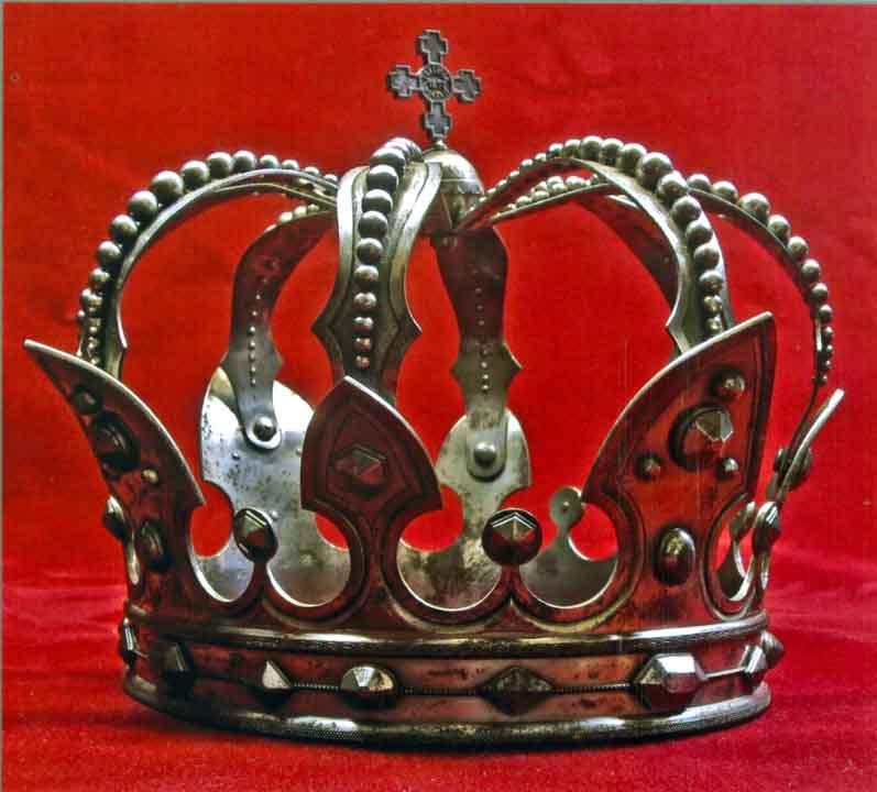 Coroană; Coroana de oţel a regelui Carol I - Muzeul Naţional de Artă al României - BUCUREŞTI (Patrimoniul Cultural National Mobil din Romania. Ordin de clasare: 2070/19.02.2009 - Tezaur)