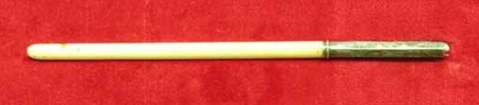 """Instrument de scris; Tocul cu care a fost semnat actul unirii principatelor - Muzeul Militar Naţional """"Regele Ferdinand I"""" - BUCUREŞTI (Patrimoniul Cultural National Mobil din Romania. Ordin de clasare: 2428/19.07.2007 - Tezaur)"""